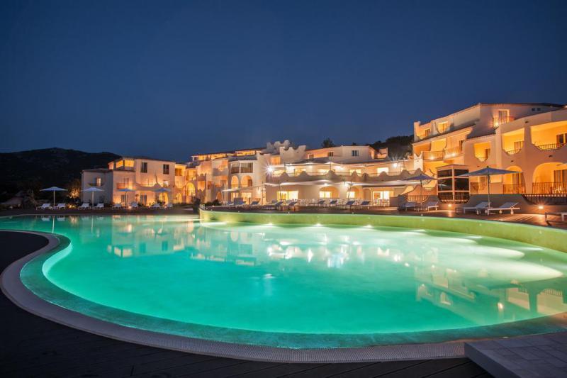 Hotel CalaCuncheddi 4 Notti Camera Superior Vista Mare Partenze Agosto