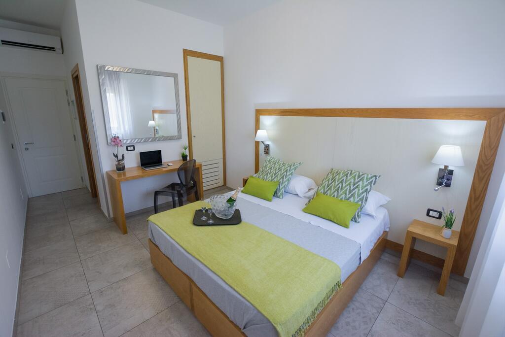 Settimana a Lampedusa con Volo da Napoli Hotel Martello